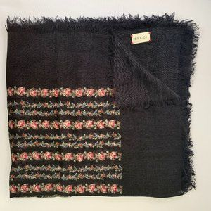 Gucci Stole Rose Series Print Scarf in Black